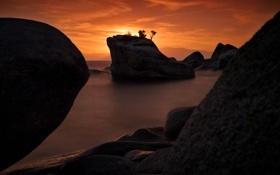 Обои sunsets, lake tahoe,  bonsai rock, скала, озеро, закат