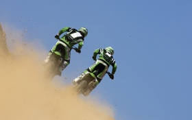 Картинка Kawasaki KX250, пыль, соперничество