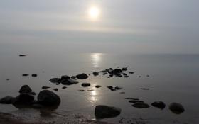 Картинка море, солнце, камни, дымка