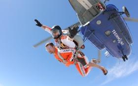 Обои парашют, вертолет, перчатки, шлем, парашютисты, tandem, экстремальный спорт