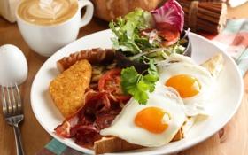 Обои кофе, завтрак, яичница, помидор, бекон, салат, тост