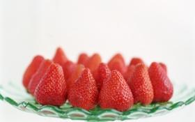 Обои блюдо, клубника, ягоды