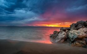 Обои море, небо, закат, тучи, камни, зарево, США