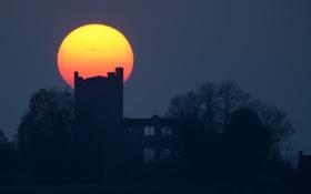Обои замок, закат, Солнце, пятна, Нойхаус