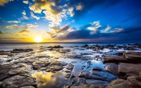 Картинка небо, солнце, облака, закат, камни, океан, берег