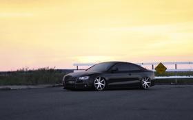 Обои дорога, небо, Audi, чёрный, Ауди, ограждение, wheels