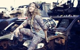 Обои fashion, Model, cars, old, jeans, yard, Victoria Claro