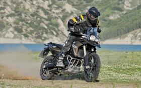 Картинка трава, фон, BMW, БМВ, мотоцикл, байкер, мотоциклист