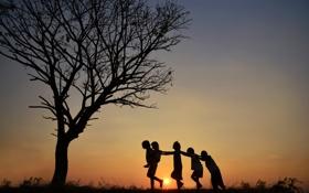 Обои закат, дети, друзья, силуэты, солнце
