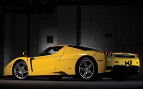 Обои желтый, Феррари, Ferrari, суперкар, полумрак, вид сзади, Enzo