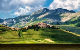 Обои grass, mountain, italy, castle, town, castelluccio