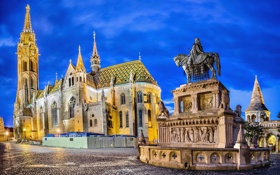 Обои памятник, небо, ночь, венгрия, огни, площадь, Сан-Матиас