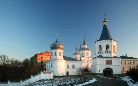 Обои зима, снег, забор, дома, церковь, собор, монастырь