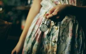 Картинка часы, рука, платье, цепочка