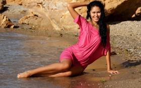 Картинка Песок, Море, Пляж, Девушка, Улыбка, Брюнетка, Ножки