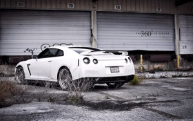 Обои gtr, заросли, белый, склад, Nissan, заброшеный
