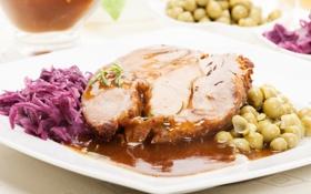 Обои соус, запеченное мясо, мясное блюдо, овощной салат, зеленый горошек