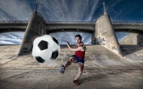 Картинка мост, мяч, мужик, ситуация, удар