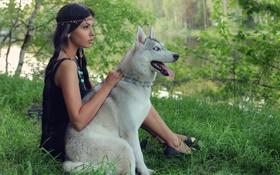 Картинка девушка, природа, лицо, друг, собака, брюнетка, сидит