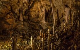 Картинка свет, камни, пещера, сталлагмиты, сталлактиты