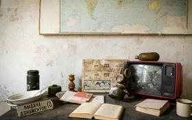 Обои карта, книга, телевизор