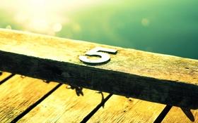 Картинка солнце, металл, доски, цифра, отблеск, пять, деревяшки