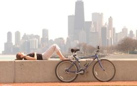 Обои девушка, велосипед, город, Чикаго, bike, привал