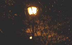 Обои свет, сетка, забор, фонарь