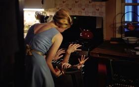 Обои девушка, руки, кухня, плита
