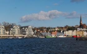 Обои город, река, фото, дома, Германия, Фленсбург