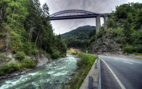 Обои дорога, лес, деревья, горы, мост, ручей, камни