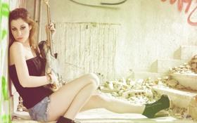 Картинка девушка, мусор, гитара