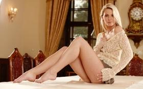 Картинка девушка, часы, интерьер, ножки