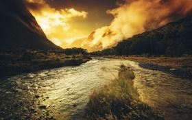 Картинка трава, вода, свет, горы, тучи, речка