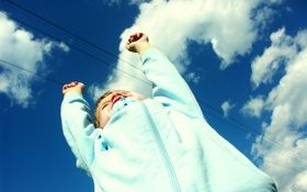 Обои ребенок, прыжок, небо, радость