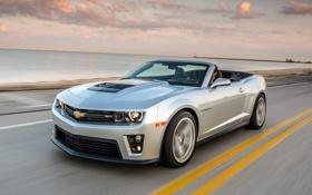 Обои дорога, небо, серый, побережье, Chevrolet, Camaro, кабриолет