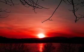 Картинка небо, закат, горы, озеро, зарево