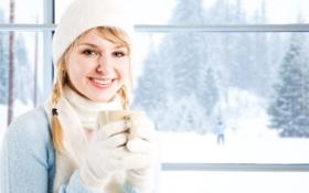 Обои зима, взгляд, снег, улыбка, шарф, окно, блондинка