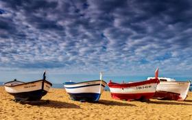 Обои песок, облака, пляж, берег, лодки, море