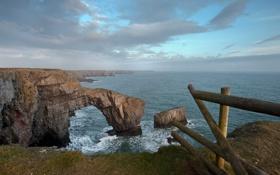 Картинка море, облака, скалы, берег, ограда, арка
