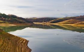 Обои озеро, холмы, деревья, осень