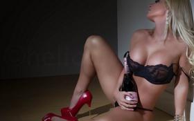 Картинка грудь, бутылка, туфли, каблуки, шампанское, на полу, Kriss