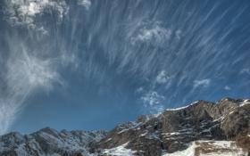 Обои хребты, перистые облака, небо, горы, снег, вершины