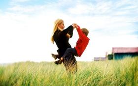 Обои небо, трава, радость, женщина, мальчик