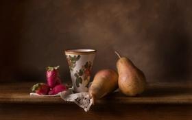 Обои ягоды, стол, фон, клубника, посуда, груша, фрукты