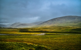 Обои поле, туман, поток, буря, холм, серые облака