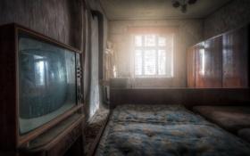 Картинка кровать, телевизор, окно