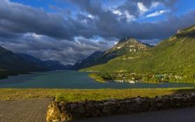 Картинка горы, озеро, берег, Канада, городок, леса, Waterton Lakes National Park