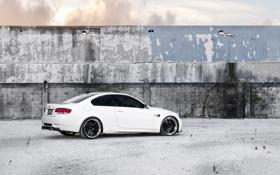 Обои белый, небо, облака, стена, бмв, BMW, white