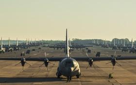 Обои самолёт, аэродром, военно-транспортный, Hercules, C-130